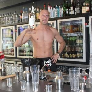 cocktail workshop met topless bartender