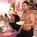 topless butler op je babyshower