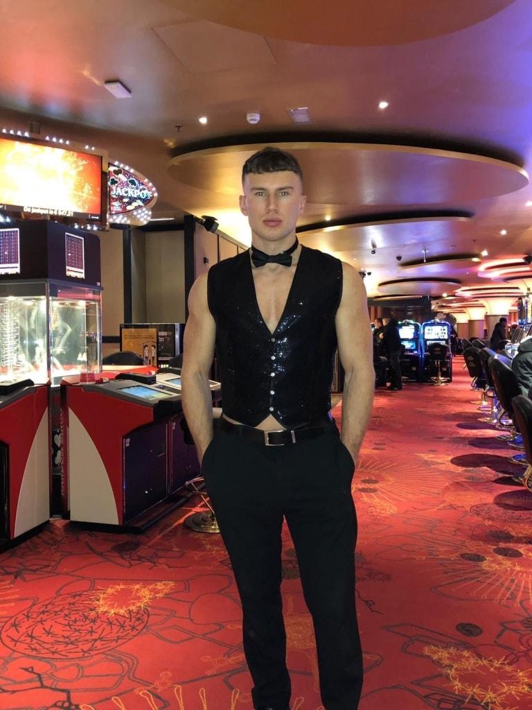 Sexy bediening bij de ladiesnight in Jacks casino Tilburg