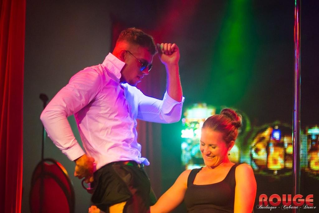 Stripper Benjamin in actie