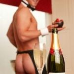 naakte butler met champagne
