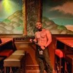Sexy hunk bij het erotisch dineren in Breda